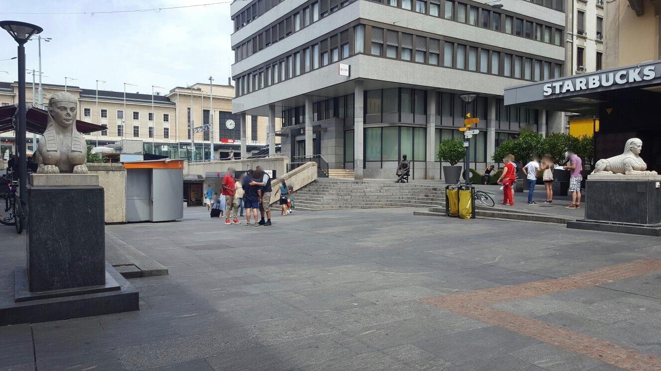 Les Sphinx de la rue du Mont-Blanc à Genève©CL