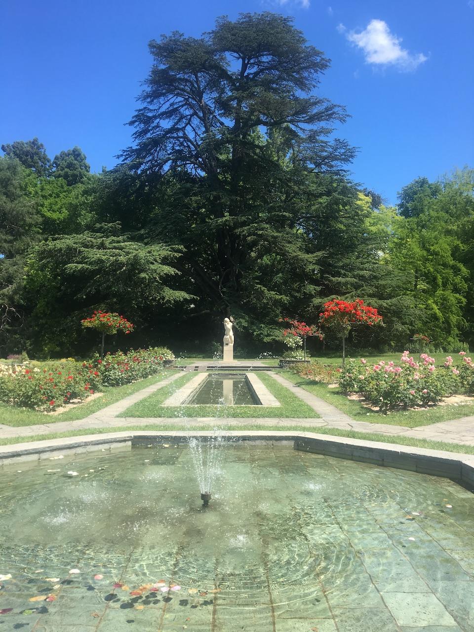 Fontaine et statue de la Mélancolie