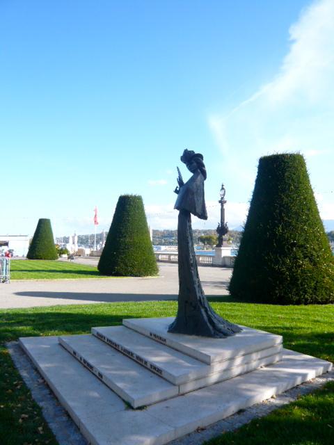 """Statue de """"Sissi"""" à la rotonde du Quai du Mont-Blanc"""